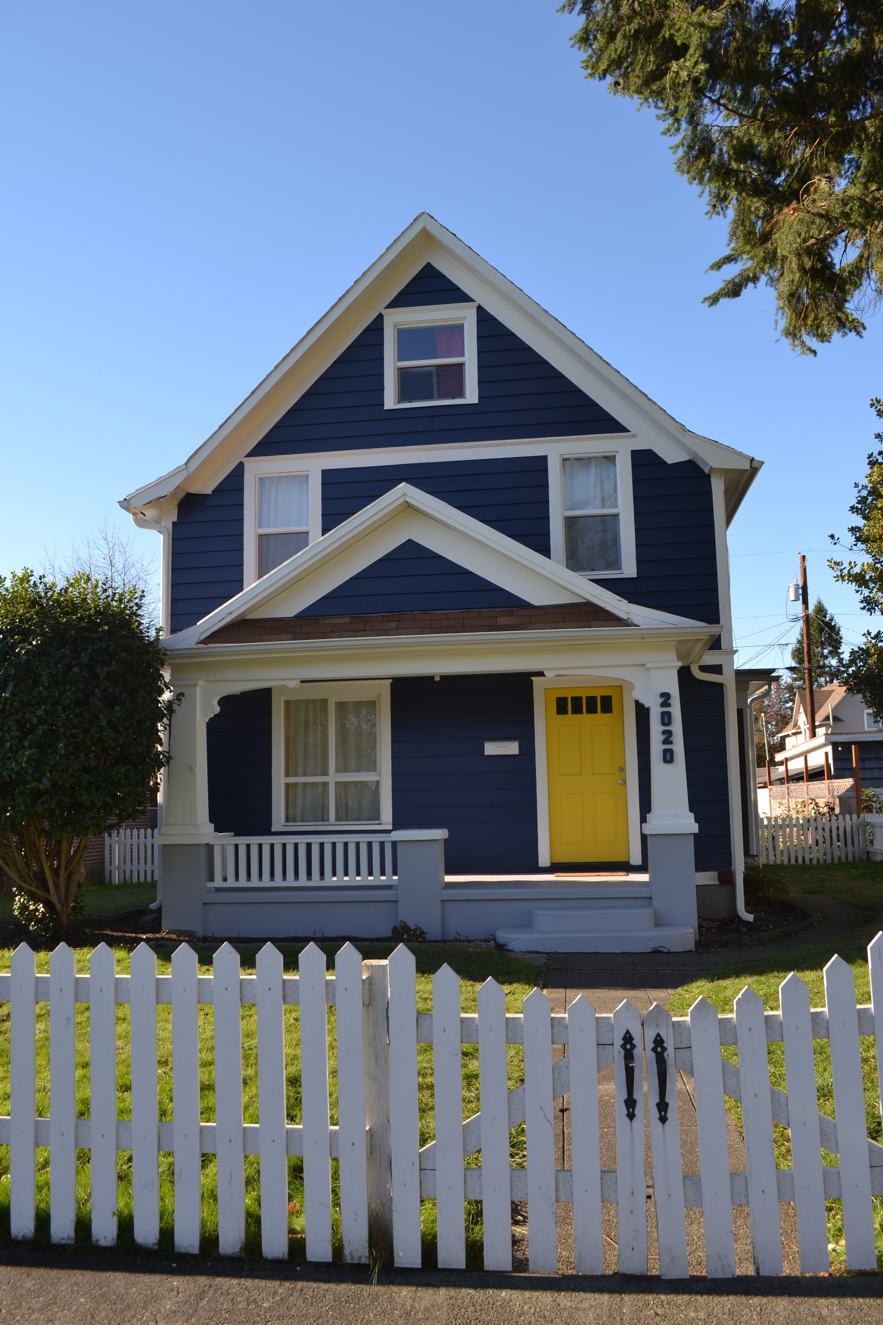 Navy house confessions of a type b mama for Modern yellow houses