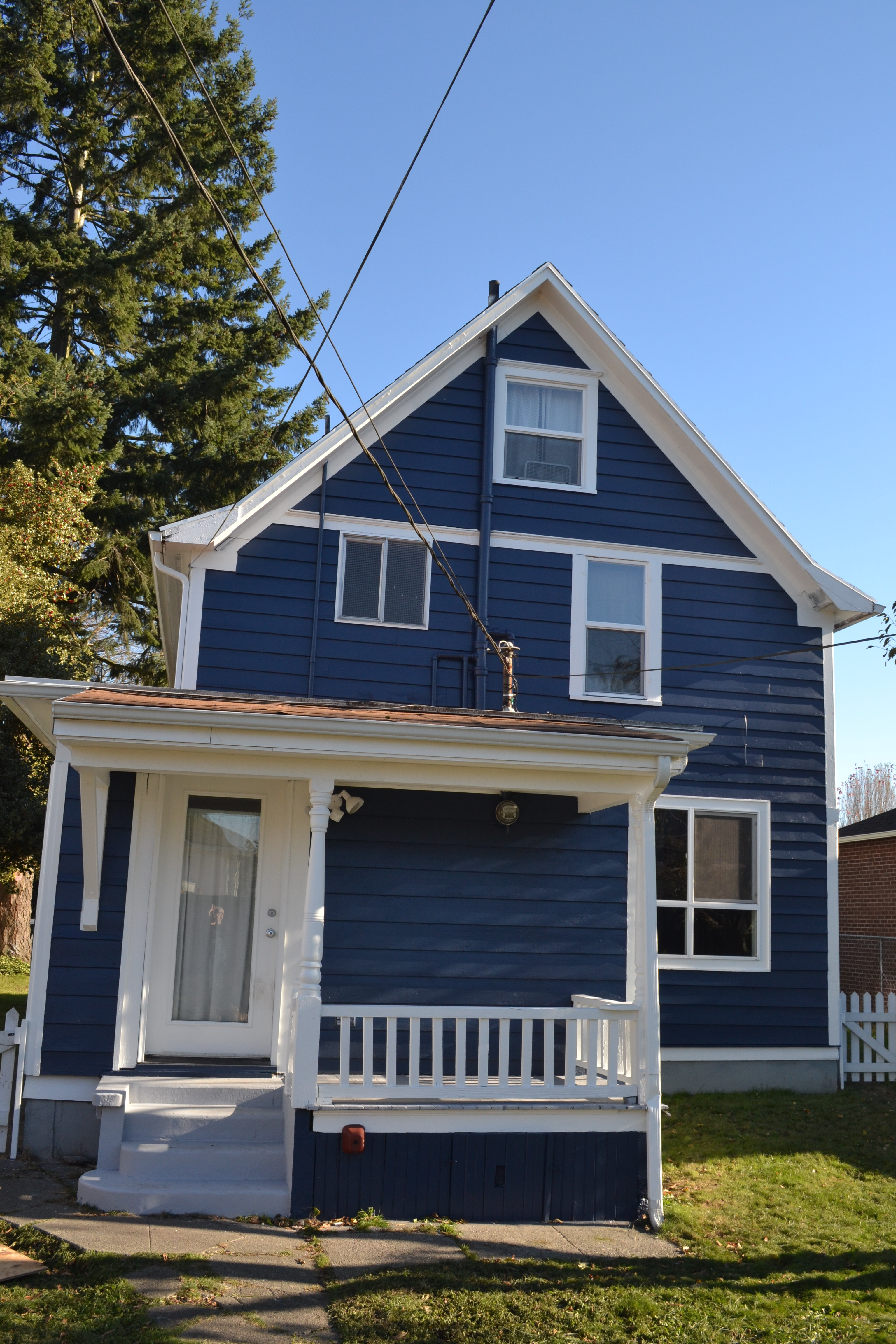 Blue House With White Trim Awesome And A Pretty Home Painted Blue